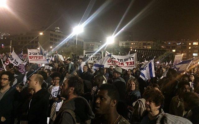 Manifestants contre l'expulsion prévue des demandeurs d'asile africains à Tel Aviv, 24 mars 2018 (Luke Tress)