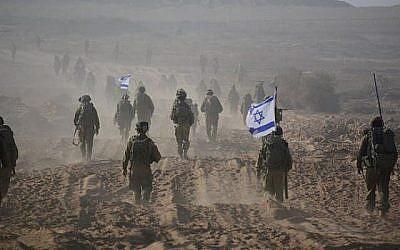 Photo illustrative de soldats de Tsahal quittant Gaza à la fin d'une opération terrestre en août 2014. (IDF Unité du porte-parole/ Facebook)