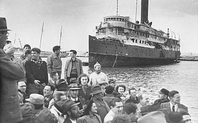 Immigrants arrivant en Israël (Crédit: archives du Palmah/domaine public)
