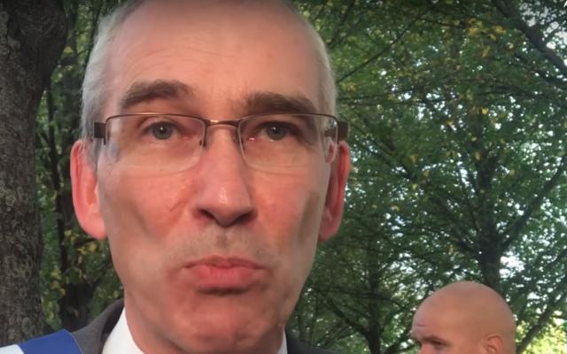 Patrice Leclerc, maire communiste de la banlieue parisienne de Gennevilliers. (Capture d'écran : YouTube)