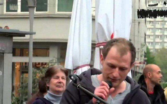 Mario Roensch, Allemand sympathisant d'extrême droite, soupçonné d'avoir vendu illégalement des armes sur Internet. (Capture d'écran)