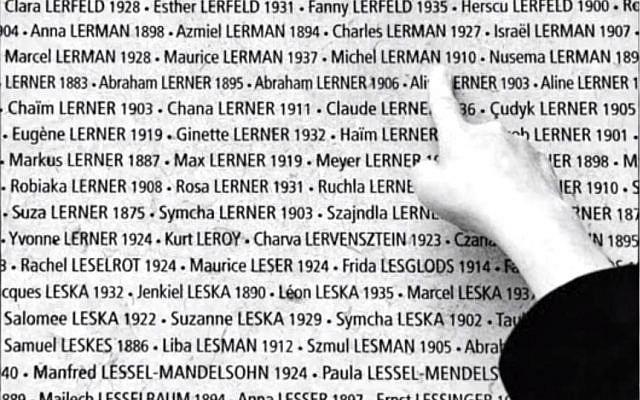 Le nom du père Lucienne Nayet, Michel Lerman, au Mémorial de la Shoah (Crédit: capture d'écran Youtube/Catherine Lairaud)