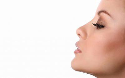 Une image du nez d'une femme. Le Nanoscent israélien dit avoir développé un nez électronique pour les smartphones (iBacock, iStock by Getty Images)