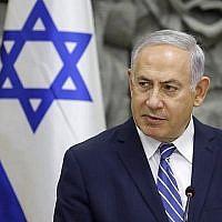Le Premier ministre Benjamin Netanyahu préside la réunion hebdomadaire du cabinet dans la ville méridionale de Dimona, le 20 mars 2018. (Menahem Kahana/AFP)