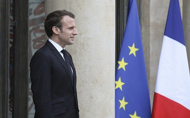 Le président français Emmanuel Macron au palais de l'Elysée le 9 avril 2018 à Paris ( / AFP PHOTO / LUDOVIC MARIN)