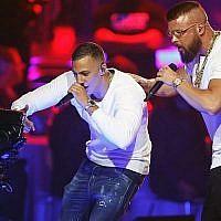 Les rappeurs allemands Kollegah & Farid Bang se produisent lors de la cérémonie des Echo Music Awards 2018 le 12 avril 2018 à Berlin (AFP PHOTO / AXEL SCHMIDT).
