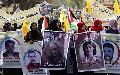 Des Palestiniennes participent à une manifestation de soutien aux prisonniers palestiniens détenus dans des prisons israéliennes, à Gaza, le 17 avril 2018 (AFP PHOTO / MAHMUD HAMS)