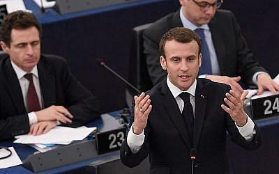 Le président français Emmanuel Macron prend la parole devant le Parlement européen le 17 avril 2018 dans la ville de Strasbourg. (Crédit : AFP / Frederick Florin)