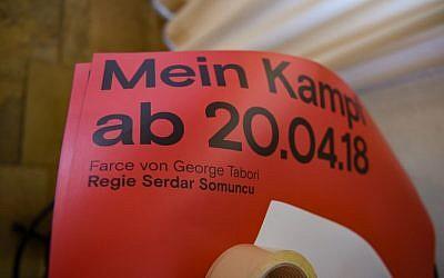 Photo du 17 avril 2018 au théâtre de Constance, au sud de l'Allemagne : l'affiche de la pièce de Mein Kampf, écrite par George Tabori et mis en scène par Serdar Somuncu. (Crédit : AFP  / dpa / Felix Kästle / Germany OUT)