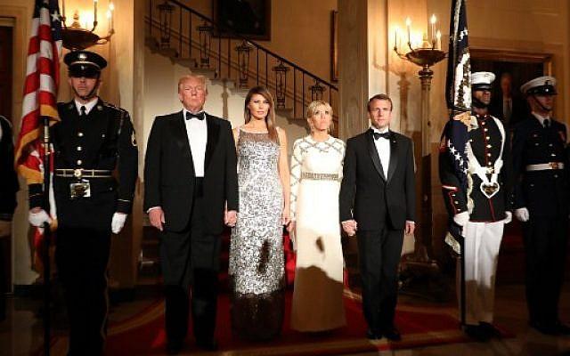 Le couple présidentiel américain Donald Trump et Melania Trump aux côtés de leurs homologues français Emmanuel Macron et Brigitte Macron, avant une dîner officiel à la Maison Blanche à Washington, le 24 avril 2018. (Crédit : AFP / Ludovic MARIN)