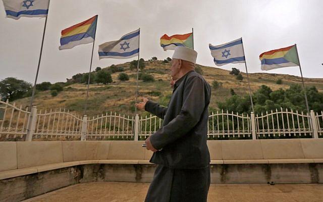 Des membres de la communauté druze d'Israël arrivent pour assister à une célébration sur la tombe sacrée de Nebi Shu'eib dans le nord d'Israël le 25 avril 2018. (AFP Photo Jalaa/Marey)