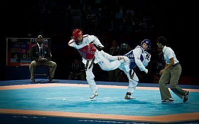 Une athlète galloise de taekwondo et ma médaillée d'or olympique, Jade Jones aux Jeux olympiques de Londres 2012, le 8 Août 2012 (Crédit : Creative Commons Attribution 2.0 Generic/Wikimedia)