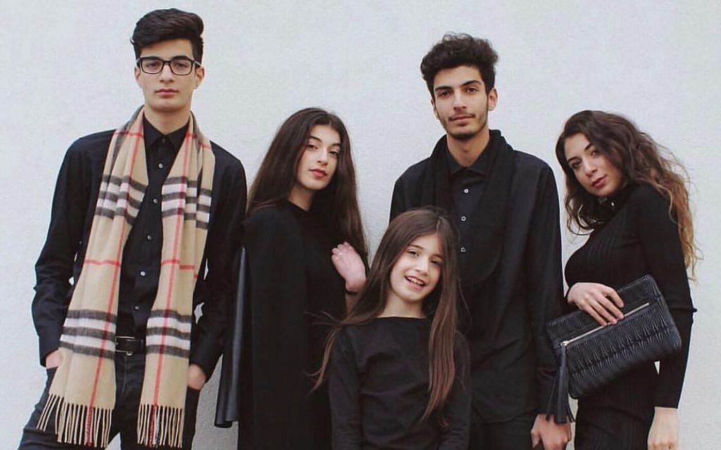 Tamar Morali, à droite, avec ses quatre jeunes frères et sœurs dans une photo pour Morali Fashion. (Autorisation)