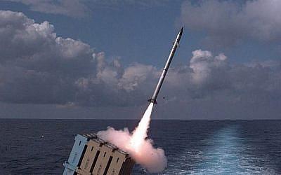 La marine israélienne teste un système de défense antimissile Dôme de fer installé sur un navire, qui a été déclaré opérationnel, le 27 novembre 2017 (Armée israélienne).