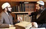 """L'Imam Salahuddin Barakat, à gauche, et le rabbin Moshe David Hacohen. (Autorisation : """"Amanah: le projet de confiance et de foi musulman et juif"""")"""