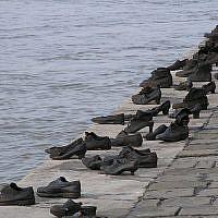Chaussures sur le Danube, un mémorial en l'honneur des victimes des Croix fléchées qui ont été abattues sur les rives du Danube à Budapest pendant la Shoah. (Flickr/Neil)