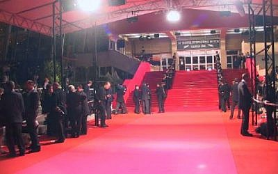 La volée d'escaliers pour la traditionnelle montée des marches du Festival de Cannes. (Crédit : CC-BY-SA-3.0], via Wikimedia Commons)