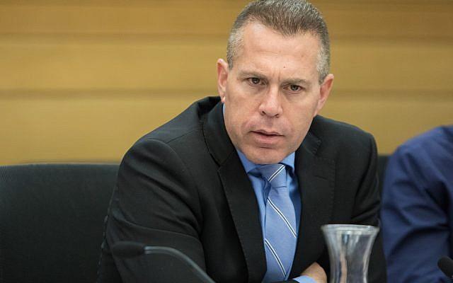 Le ministre de la Sécurité publique Gilad Erdan assiste à une réunion du comité à la Knesset, le 14 novembre 2017. (Flash90)