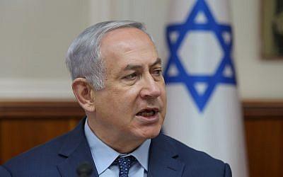 Le Premier ministre Benjamin Netanyahu dirige la réunion hebdomadaire du cabinet du Premier ministre à Jérusalem, le 15 avril 2018. (Alex Kolomoisky/Pool/Flash90)