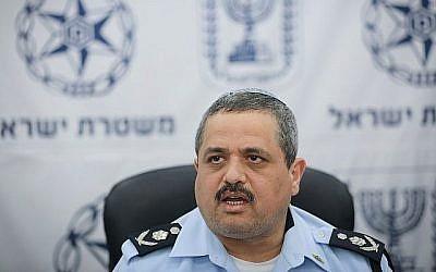 Le chef de la police israélienne Roni Alsheich s'exprime lors d'une conférence de presse au quartier général de la police à Jérusalem, le 17 avril 2018. (Yonatan Sindel/Flash90)