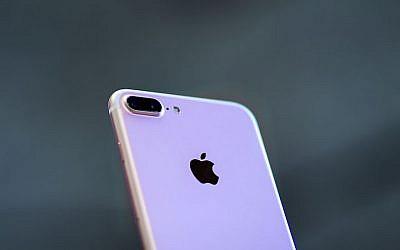 Illustration : Un iPhone 7 le 16 septembre 2016 à Madrid en Espagne (Crédit : Gonzalo Arroyo Moreno / Images Getty via JTA)