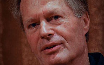 Jean-Marie Gustave Le Clézio, lauréat du prix Nobel de littérature, lors d'une conférence de presse au Grand Hôtel de Stockholm, en 2008 (Crédit : GFDL 1.2 / Wikipédia)