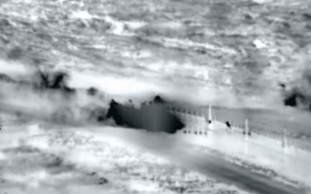 Capture d'écran de la vidéo de Tsahal montrant des Palestiniens à la barrière frontalière Gaza-Israël, le 27 avril 2018 (vidéo Tsahal).