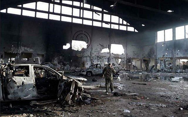 Cette photo publiée par les médias iraniens montre la base aérienne T-4 dans le centre de la Syrie après une attaque de missiles lundi 9 avril 2018. (Médias iraniens)