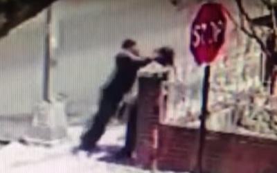 Violente agression antisémite dans le quartier Crown Heights de Brooklyn, à New York, le 23 avril 2018 (Capture d'écran : YouTube)