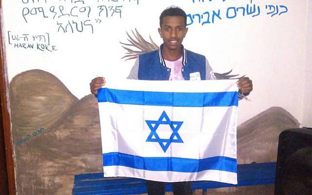 Sintayehu Shafrao, un adolescent juif d'Ethiopie qui a atteint les dernières étapes du Quiz biblique international annuel en Israël (Crédit : Lutte pour l'Aliyah éthiopienne)