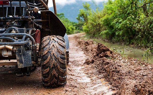 Un véhicule tout terrain. (SasinParaksa/iStock par Getty Images)