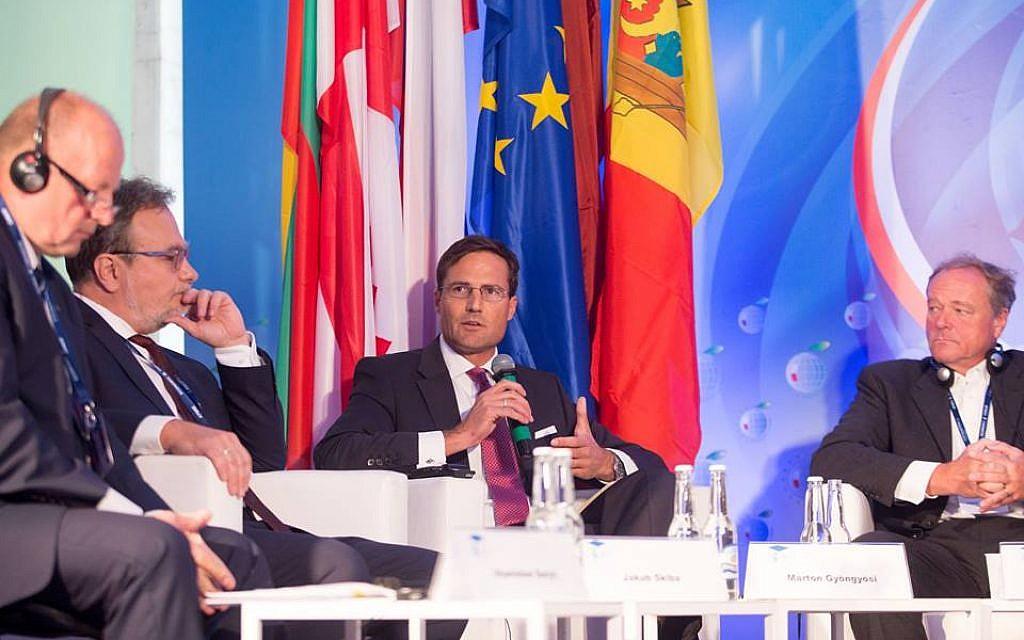 Márton Gyöngyösi s'exprimant en tant que conférencier au Forum économique de Krynica en Pologne. (Autorisation)