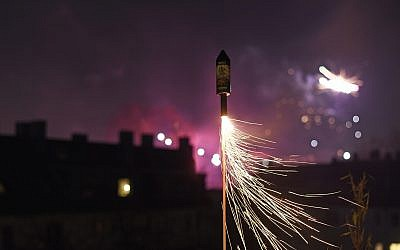 Illustration d'un feu d'artifice. (Crédit : pxel66//iStock by Getty Images)