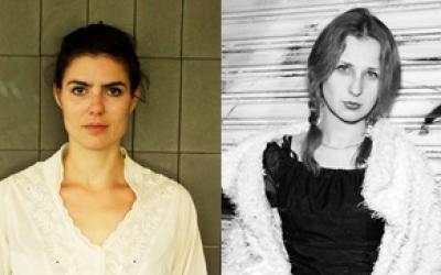 Maria Alyokhina (à gauche) et Olga Borisova du groupe Pussy Riot, le groupe de punk rock féministe russe qui devait jouer au Barby de Tel Aviv après avoir participé au Festival international des écrivains de Mishkenot Sha'ananim le 8 mai (avec la permission de Mishkenot Sha'ananim)