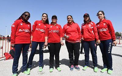 Les membres de l'équipe tunisienne de pétanque lors des championnats internationaux de pétanque Open dans la ville tunisienne de Hammamet, le 31 mars 2018 (Crédit :  AFP / FETHI BELAID)