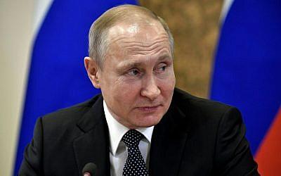 Le président russe Vladimir Poutine en visite au Centre national de recherche à Moscou le 10 avril 2018. (AFP Photo/Sputnik/Alexey Nikolsky)