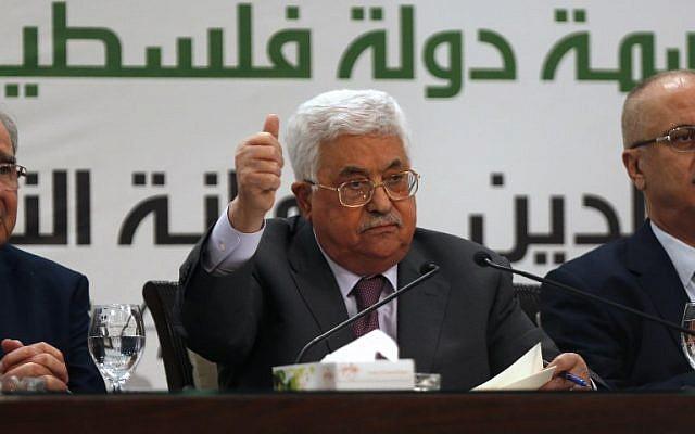 Le président de l'Autorité palestinienne Mahmoud Abbas lors d'une conférence de presse sur Jérusalem, dans la ville de Ramallah, en Cisjordanie, le 11 avril 2018. (AFP/Abbas Momani)