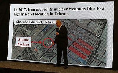 Le Premier ministre israélien Benjamin Netanyahu prononce un discours sur le programme nucléaire iranien au ministère de la Défense à Tel Aviv le 30 avril 2018. (AFP PHOTO / Jack GUEZ)
