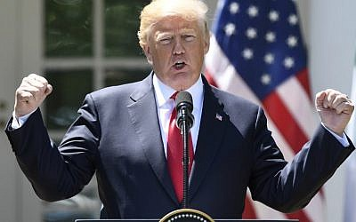 Le président américain Donald Trump durant une conférence de presse dans la roseraie de la Maison Blanche, le 30 avril 2018 (Crédit :  AFP PHOTO / SAUL LOEB)