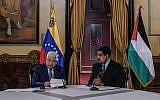 Le président palestinien Mahmud Abbas, à gauche, et son homologue vénézuélien lors d'une réunion au palais présidentiel de  Miraflores à Caracas, le 7 mai 2018 (Crédit :   / AFP PHOTO / Juan BARRETO
