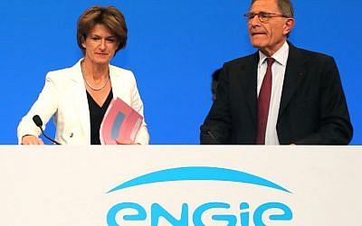 La directrice générale d'Engie - multinationale d'électricité française, - Isabelle Kocher, à gauche) et l'ancien directeur général de la firme  Gerard Mestrallet lors de l'assemblée générale d'Engie, le 18 mai 2018 à Paris (Crédit : / AFP PHOTO / JACQUES DEMARTHON