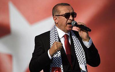 Le président Turc Recep Tayyip Erdogan  lors d'un rassemblement de protestation à Istanbul,  contre les morts récentes de manifestants palestiniens sur la frontière entre Gaza et Israël, le 18 mai 2018 (Crédit : AFP PHOTO / OZAN KOSE)