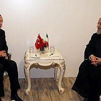 Le président turc Recep Tayyip Erdogan, à gauche, s'entretient avec le président iranien Hassan Rouhani lors d'une réunion à Istanbul, en Turquie, le 18 mai 2018. (AFP PHOTO/POOL/Cem OKSUZ)