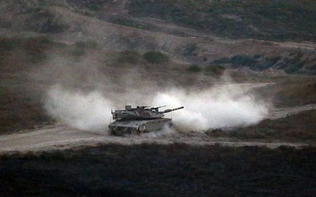 Un char de l'armée israélienne patrouille le long de la frontière entre Israël et la bande de Gaza le 29 mai 2018. (Jack GUEZ/AFP)