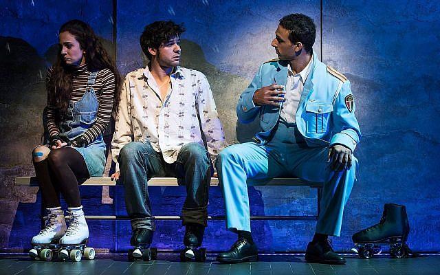 Rachel Prather, Etai Benson et Ariel Stachel dans la reprise, à Broadway, de 'The Band's Visit.' (Crédit :  Matthew Murphy)