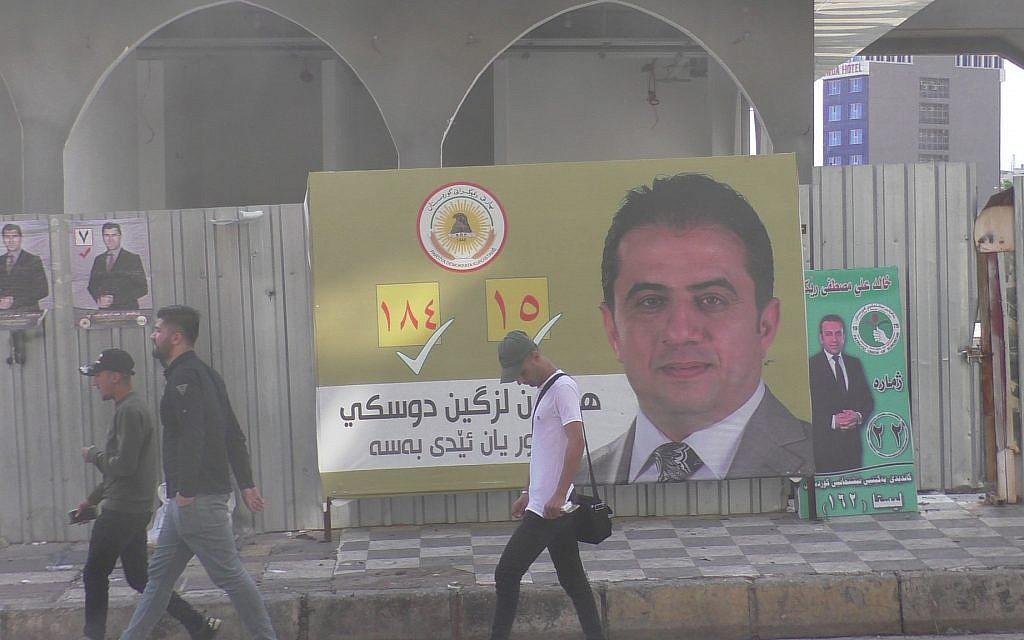 Une affiche électorale dans les rues de Dohuk, au Kurdistan irakien, le jour des élections, le 12 mai 2018 (Ziv Genesove / Times of Israël)