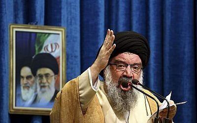 Le haut dignitaire iranien Ahmad Khatami prononce son sermon lors de la cérémonie de prière du vendredi à Téhéran, en Iran, le 5 janvier 2018. (AP Photo / Ebrahim Noroozi)