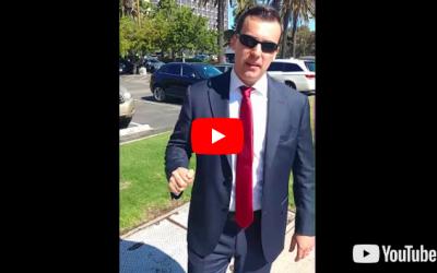 """Patrick Little a insulté le drapeau israélien et accusé les républicains locaux d'être de """"sournois sionistes"""" (Capture d'écran YouTube)"""