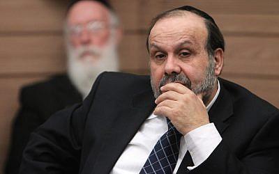 Le député du Shas David Azoulay durant une rencontre de commission de la Knesset, le 13  février 2013. (Crédit : Miriam Alster/FLASH90)