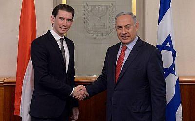 Le Premier ministre Benjamin Netanyahu, à droite, rencontre le ministre autrichien des Affaires étrangères, Sebastian Kurz, à Jérusalem, le 16 mai 2016. (Kobi Gideon / GPO)